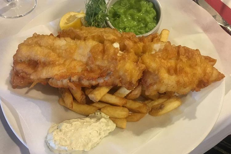 Loch-Ness-Lodge-Hotel-Pibroch-Bar-Fish-and-Chips