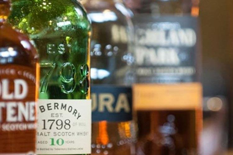 Loch-Ness-Lodge-Hotel-Pibroch-Bar-Malt-Whiskies
