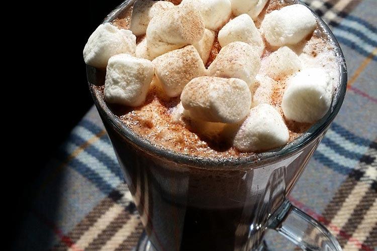 Nessieland-Coffee-Shop-Hot-Chocolate