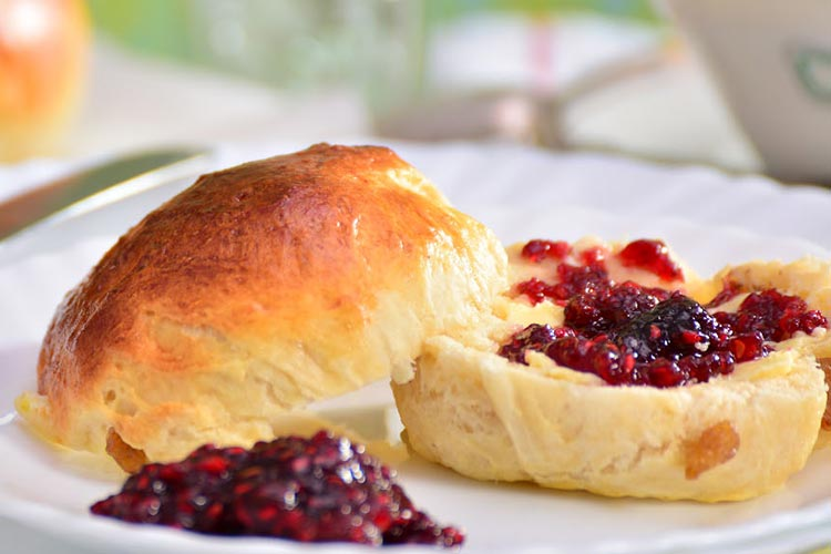 Nessieland-Tasty-Scone-and-Jam
